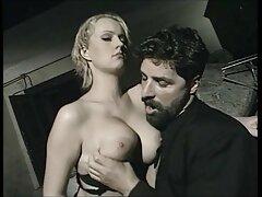 خانم جوان دوست دارد بدن خود را در سکسیمتحرک مقابل مرد تشویق کند