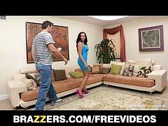 یک مرد الاغ خواهر خود را در مقابل یک دختر عکس و فیلم متحرک سکسی حسود با لباس سکسی لگد می زند