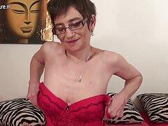 دوربین عکس متحرک ساک زدن مخفی سکس را در رختخواب شلخته جوان آسیایی با آقا می نویسد