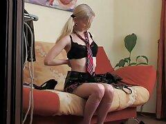 واژن دختر جوان شیرجه عمیق ویبراتور را تصاویر متحرک سکسی جدید به درون خودش می زند