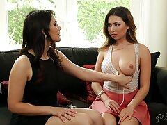 ستاره جوان پورنو کودی گلو عمیق خود را نشان عکس سکسی متحرک کس کردن می دهد