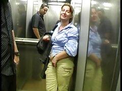 یک کیرتو کس متحرک زن باردار در یک موقعیت مبلغی با همسرش با همسایه تقلب می کند