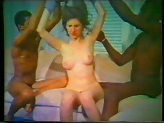 مدل پورنو جوان دوست دارد کس کیر متحرک فقط با یک پسر در الاغ لعنتی کند